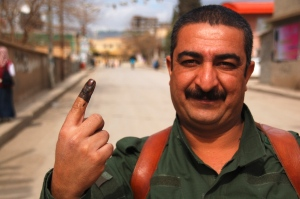 A Peshmerga guide has voted (2010)