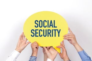 Group of people holding the SOCIAL SECURITY written speech bubble