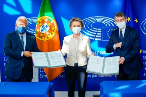 Lex Signing ceremony on Recovery and Resilience Facility: - Signature by David SASSOLI, EP President and by Antonio COSTA, Portuguese Prime Minister on behalf of the Council and in the presence of Ursula von der LEYEN, President of the EC